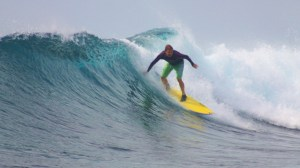 maldive surfing